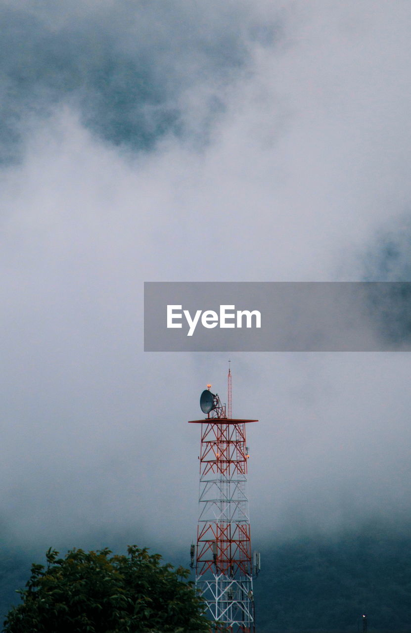 LOW ANGLE VIEW OF TOWER AGAINST SKY IN FOG