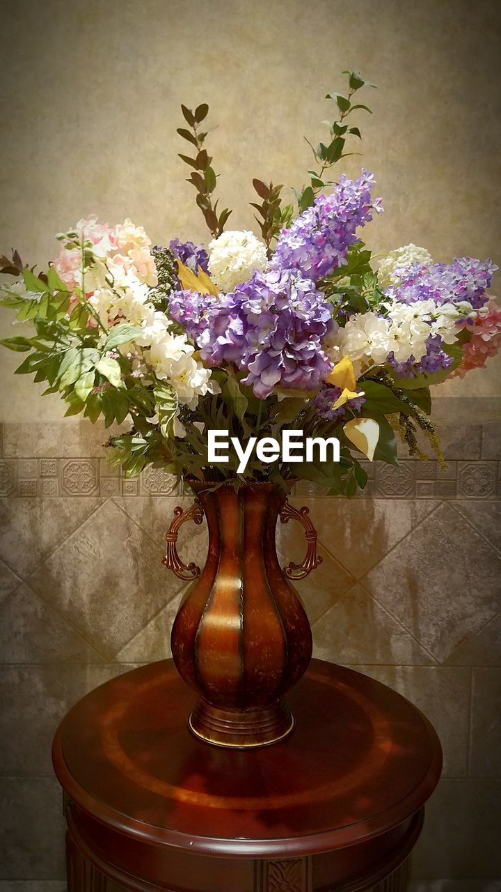 vase, flower, table, indoors, bouquet, flower arrangement, purple, no people, home interior, close-up, fragility, freshness, wood - material, nature, centerpiece, flower head, day, beauty in nature