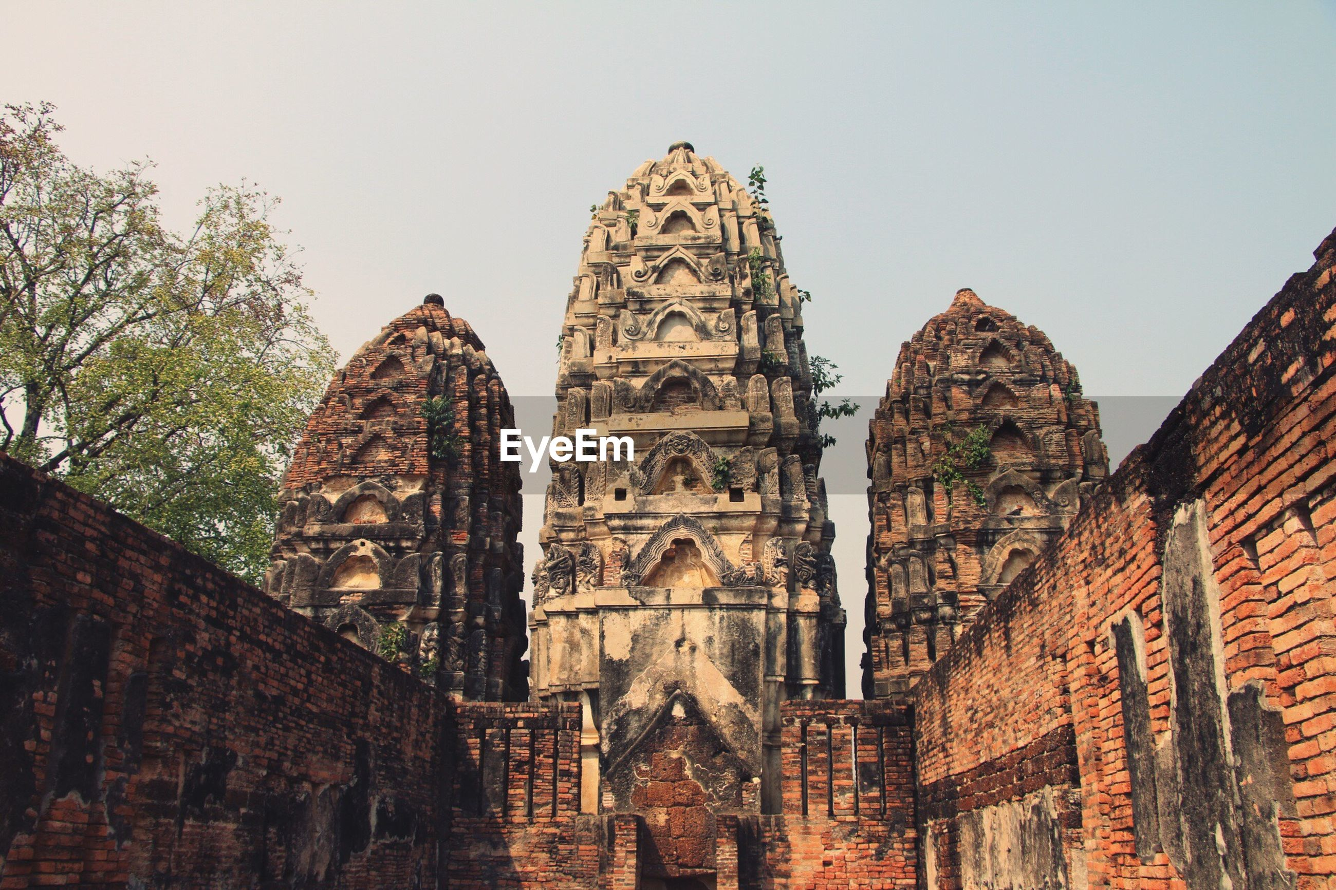 architecture, built structure, building exterior, history, clear sky, ancient, old, famous place, place of worship, travel destinations, religion, ancient civilization, the past, low angle view, sky, travel, spirituality, tourism, temple - building, old ruin