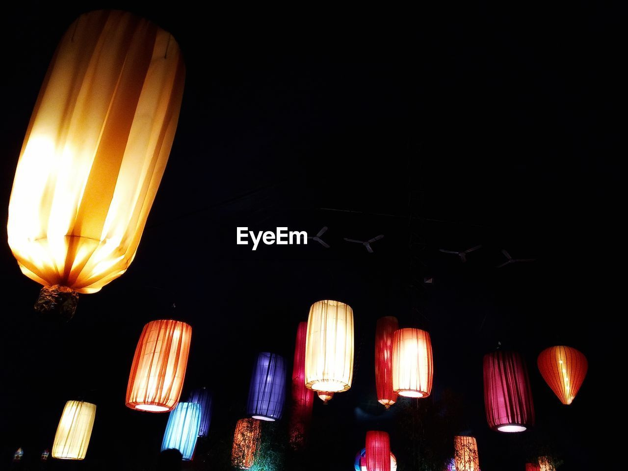 illuminated, lighting equipment, night, lantern, glowing, low angle view, hanging, chinese lantern, celebration, no people, electricity, dark, indoors, light, decoration, in a row, paper lantern, electric light, electric lamp