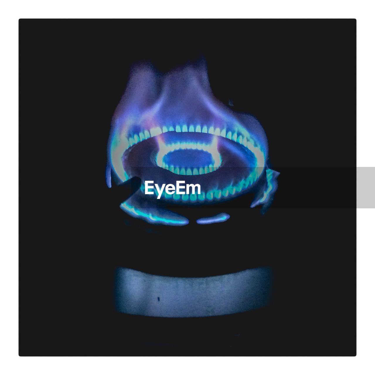 flame, burning, burner - stove top, heat - temperature, blue, danger, no people, fuel and power generation, black background, indoors, gas, illuminated, close-up, stove