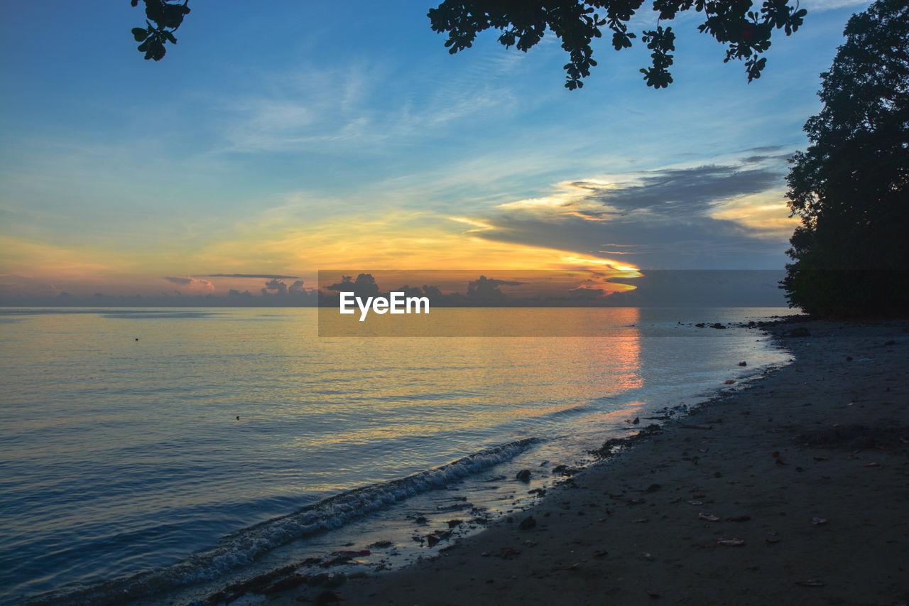 sky, sunset, water, cloud - sky, beauty in nature, scenics - nature, sea, tranquil scene, tranquility, beach, land, no people, orange color, nature, idyllic, non-urban scene, horizon, horizon over water, outdoors