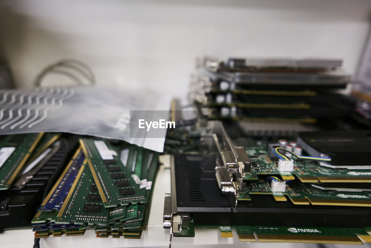 computer chip, technology, circuit board, mother board, no people, connection, indoors, electronics industry, computer equipment, close-up, selective focus, computer, table, focus on foreground, still life, communication, equipment, industry, metal, computer part, complexity, cpu, electrical equipment, electrical component
