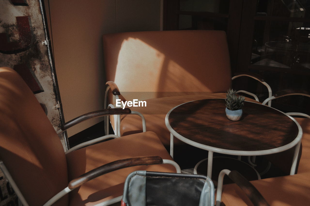 chair, seat, indoors, no people, domestic room, table, absence, home interior, home, technology, empty, kitchen, domestic kitchen, household equipment, furniture, sink, close-up, selective focus