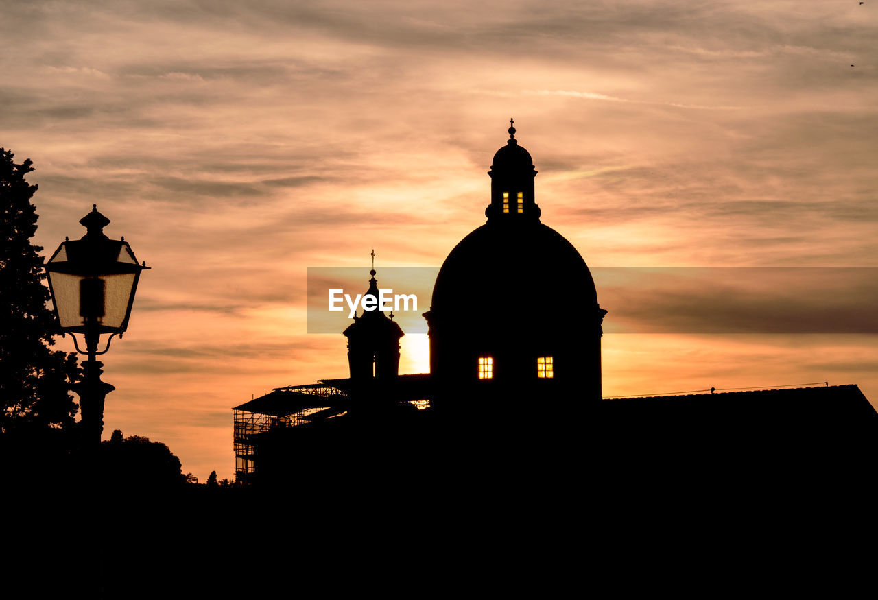 built structure, sky, building exterior, sunset, architecture, silhouette, place of worship, belief, religion, spirituality, building, dome, cloud - sky, orange color, nature, no people, low angle view, outdoors, spire