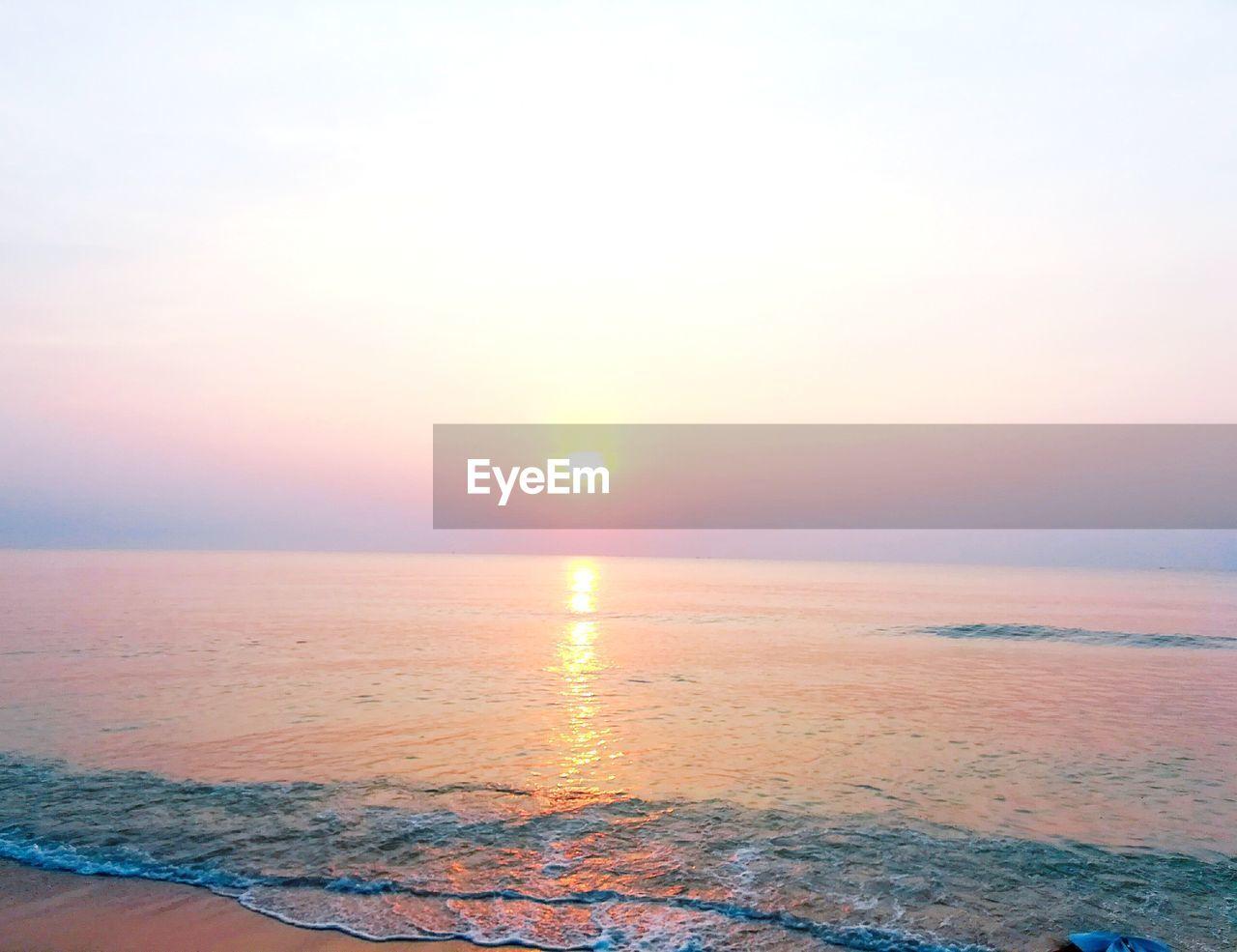 sky, sea, water, scenics - nature, beauty in nature, sunset, horizon, horizon over water, tranquility, sun, tranquil scene, idyllic, orange color, nature, beach, non-urban scene, waterfront, no people, sunlight, outdoors