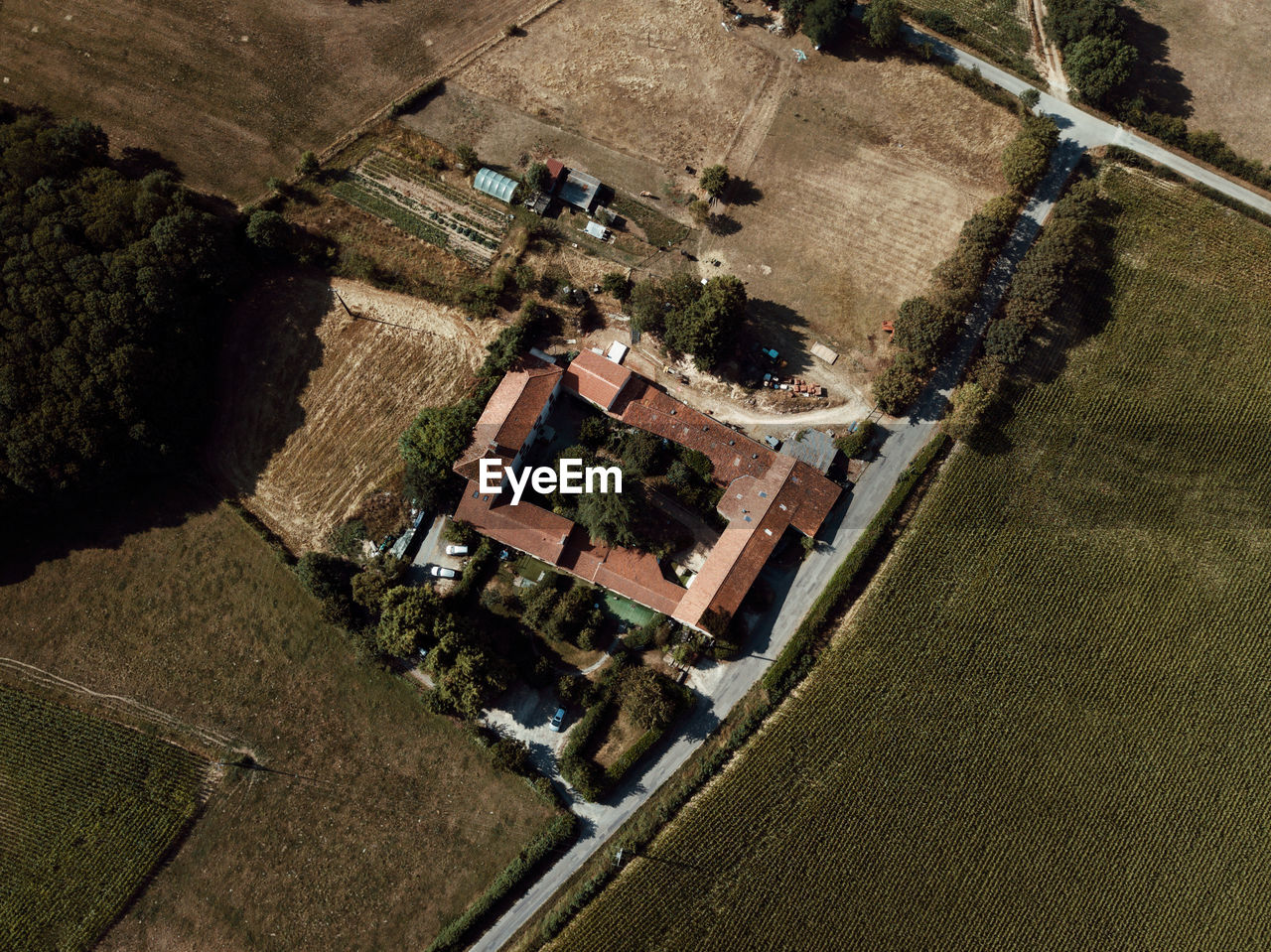 HIGH ANGLE VIEW OF BUILDINGS IN FARM