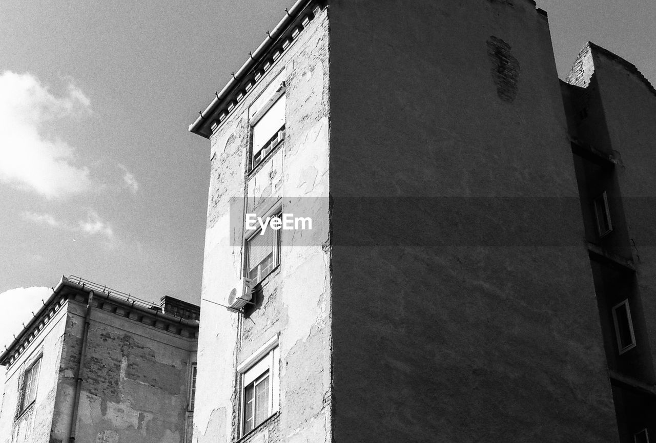 building exterior, architecture, built structure, low angle view, window, day, no people, outdoors, sky