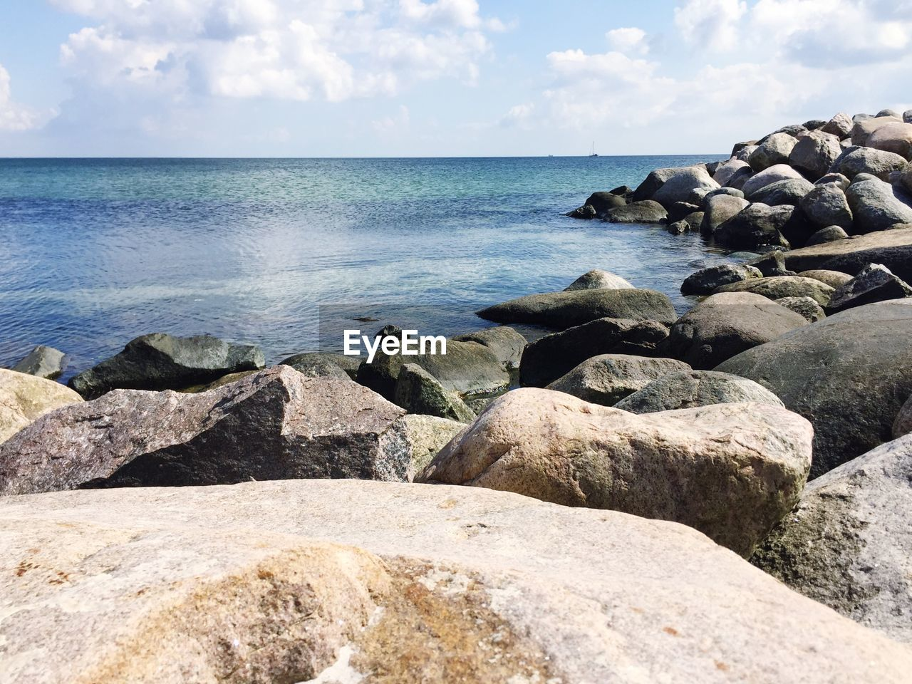 sea, rock - object, water, horizon over water, nature, tranquil scene, sky, scenics, pebble, beauty in nature, rock, tranquility, day, outdoors, pebble beach, no people