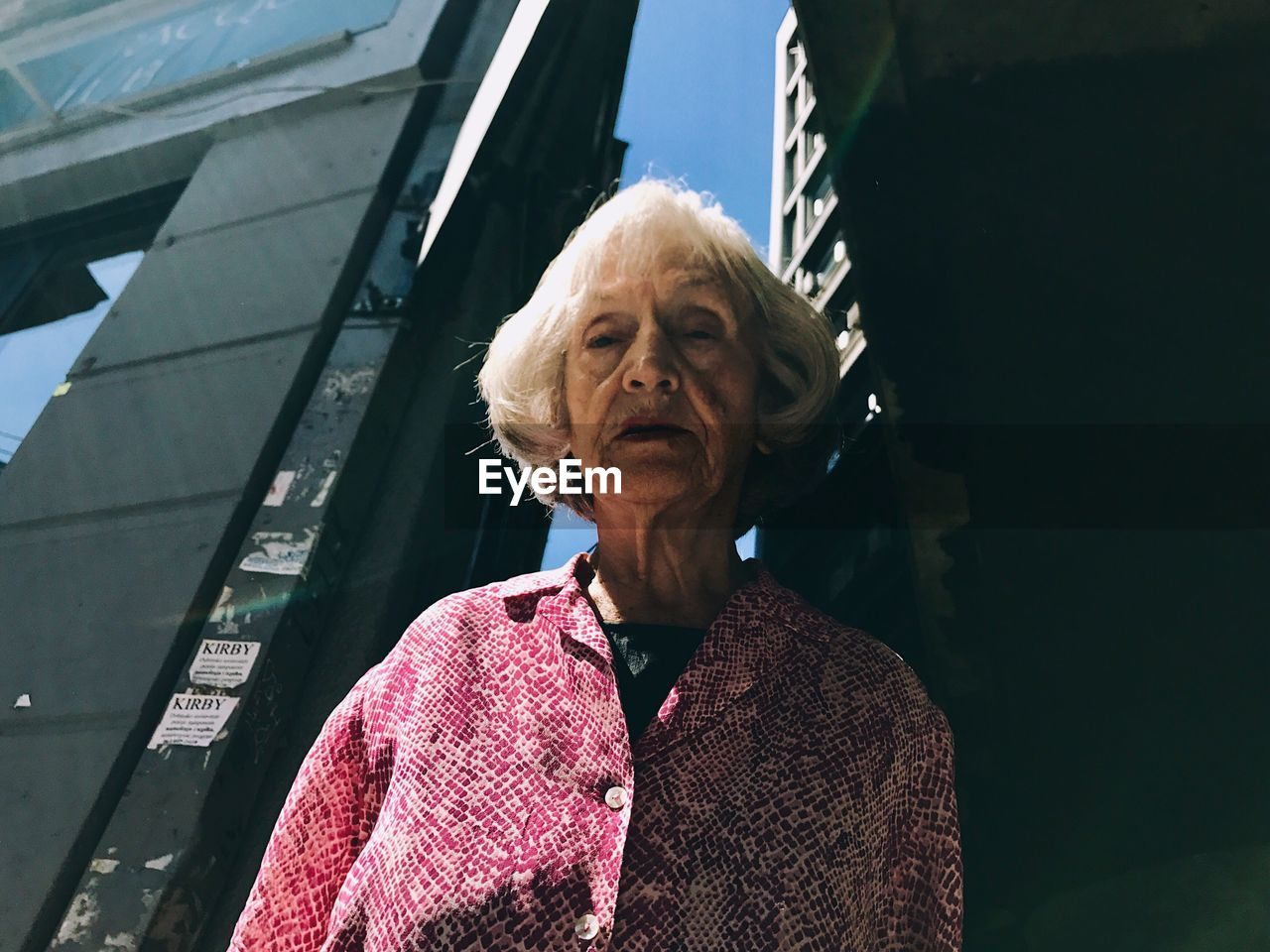real people, senior adult, senior women, architecture, one person, outdoors, day, building exterior, close-up