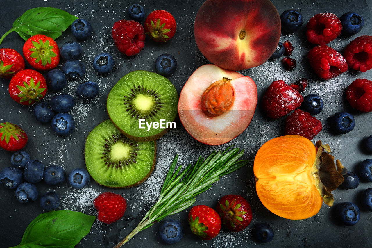 DIRECTLY ABOVE SHOT OF APPLES AND FRUITS IN TABLE