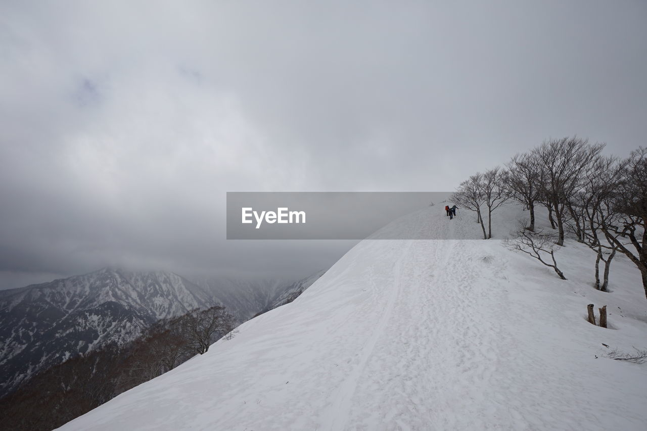 snow, cold temperature, winter, mountain, scenics - nature, sky, beauty in nature, cloud - sky, white color, nature, snowcapped mountain, tranquil scene, landscape, adventure, environment, day, non-urban scene, covering, sport, mountain range, outdoors
