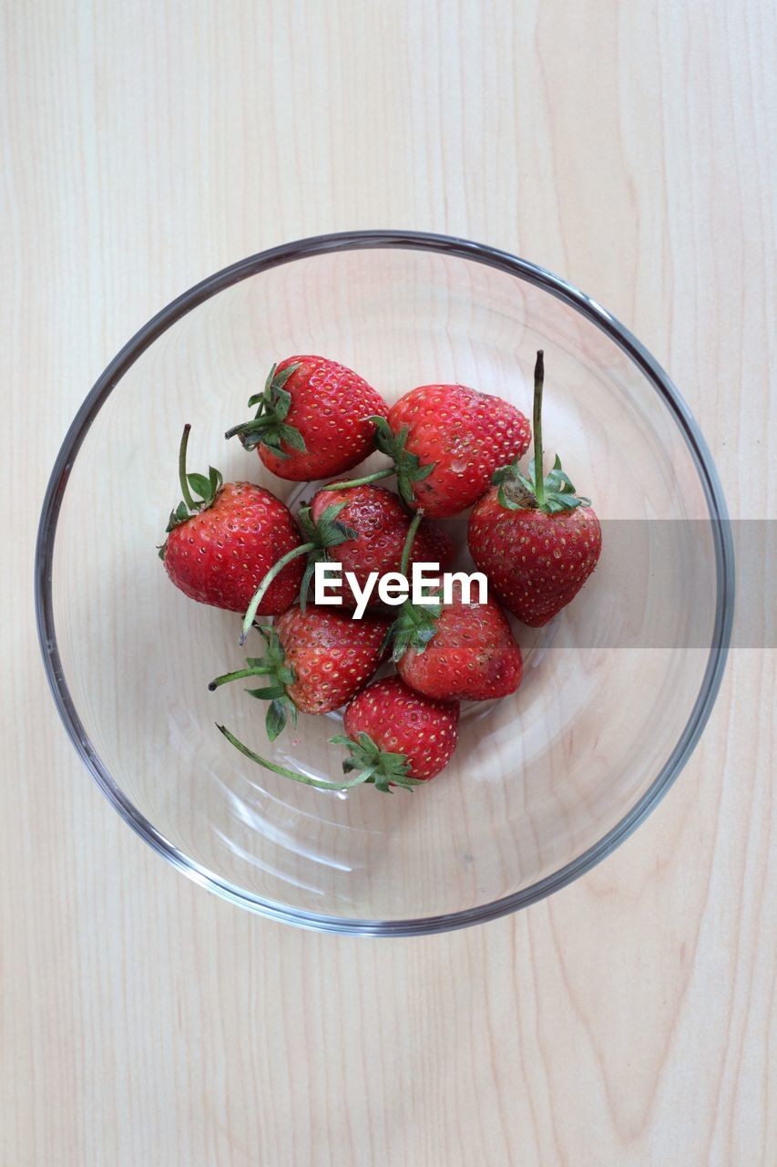 healthy eating, fruit, berry fruit, food, freshness, food and drink, wellbeing, red, strawberry, indoors, table, close-up, wood - material, bowl, still life, no people, directly above, high angle view, large group of objects, healthy lifestyle, ripe