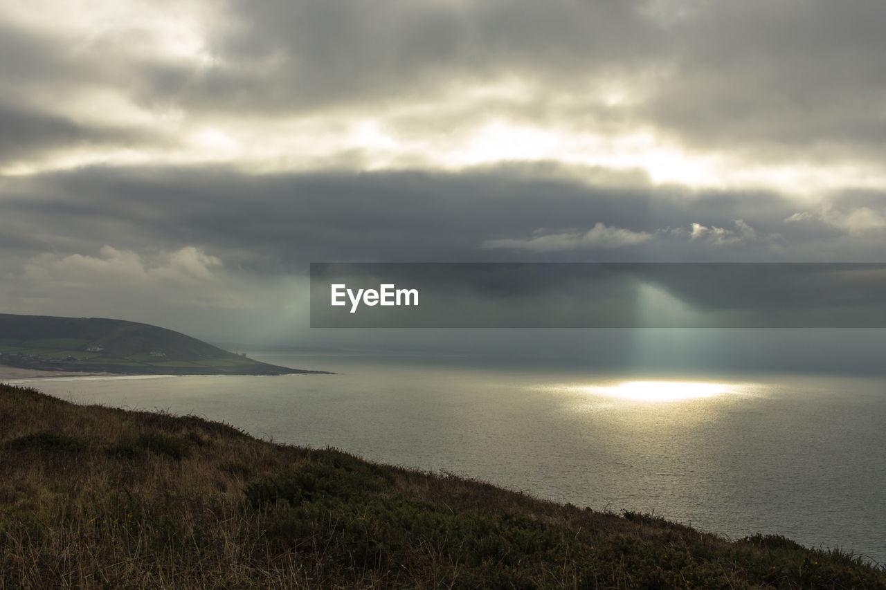 SCENIC VIEW OF SEA AGAINST STORM CLOUD