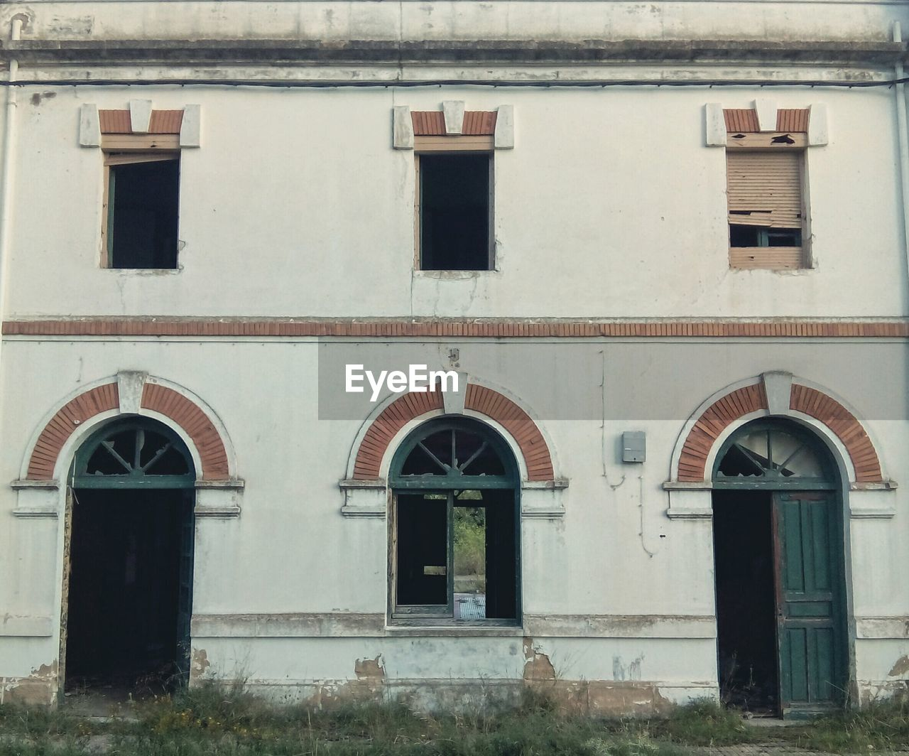 architecture, building exterior, window, built structure, arch, history, no people, outdoors, day