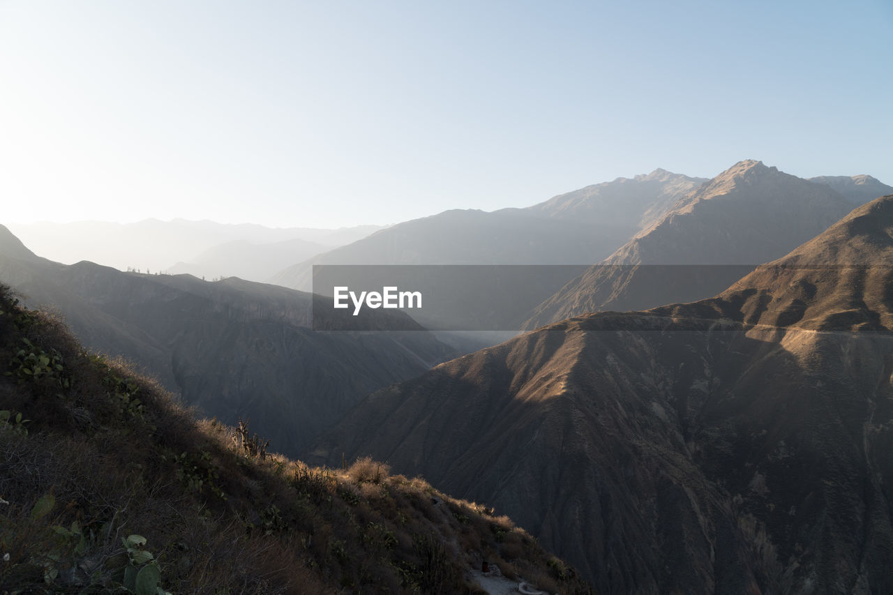 mountain, scenics - nature, mountain range, sky, beauty in nature, tranquil scene, tranquility, environment, landscape, non-urban scene, nature, no people, day, sunlight, idyllic, copy space, clear sky, remote, outdoors, physical geography, mountain peak, formation