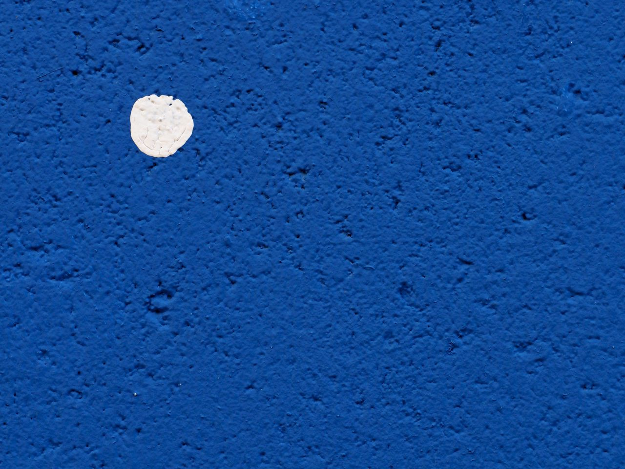 blue, backgrounds, textured, full frame, no people, close-up, wall - building feature, architecture, white color, built structure, pattern, copy space, nature, rough, extreme close-up, outdoors, day, concrete, wall, simplicity, blue background