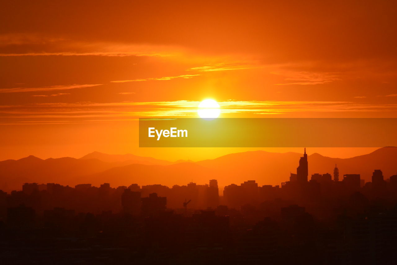 sunset, sky, orange color, beauty in nature, scenics - nature, sun, architecture, silhouette, built structure, building exterior, no people, sunlight, nature, idyllic, landscape, city, tranquil scene, travel destinations, building, outdoors, cityscape, bright