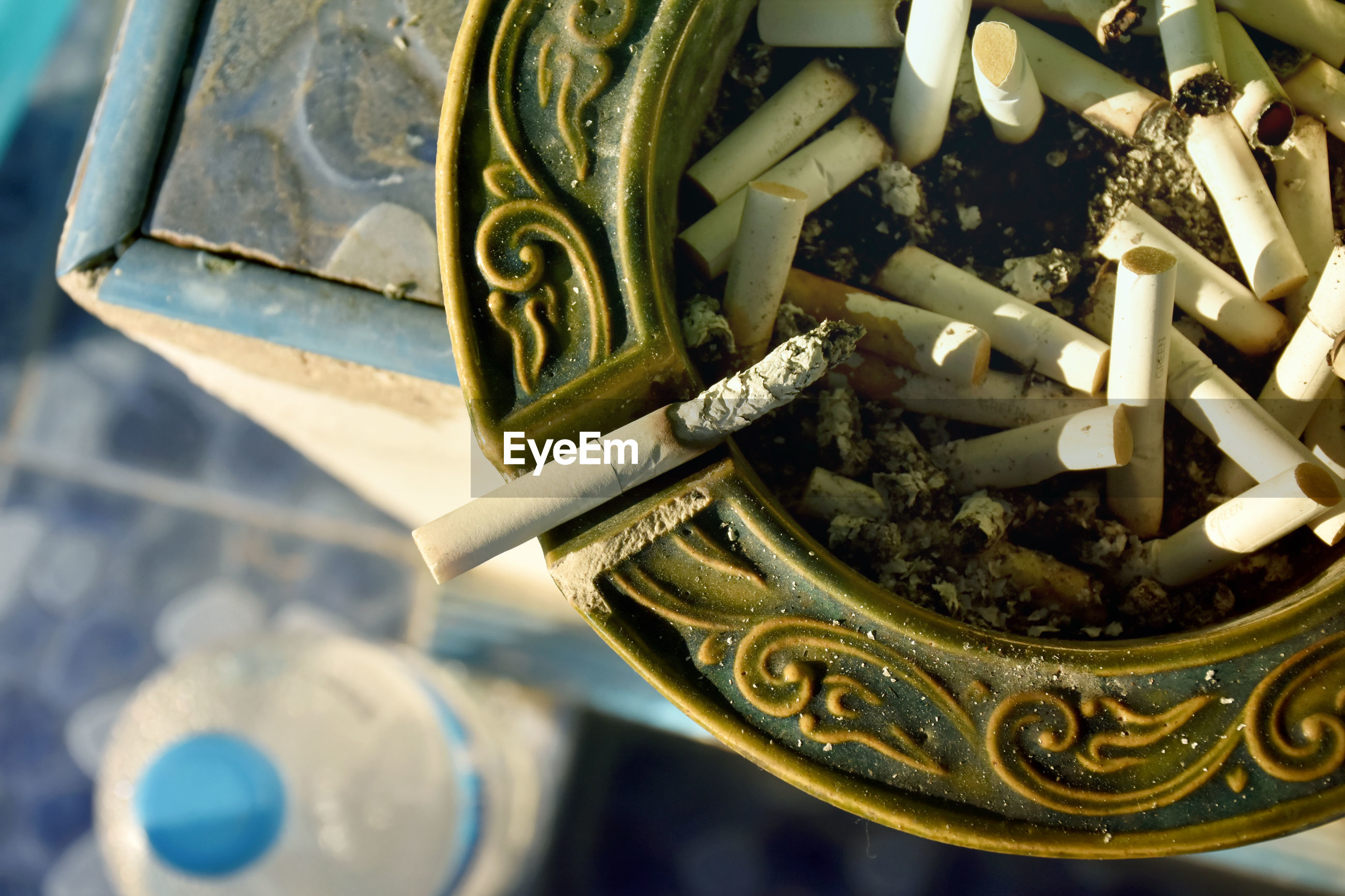 HIGH ANGLE VIEW OF CIGARETTE SMOKING