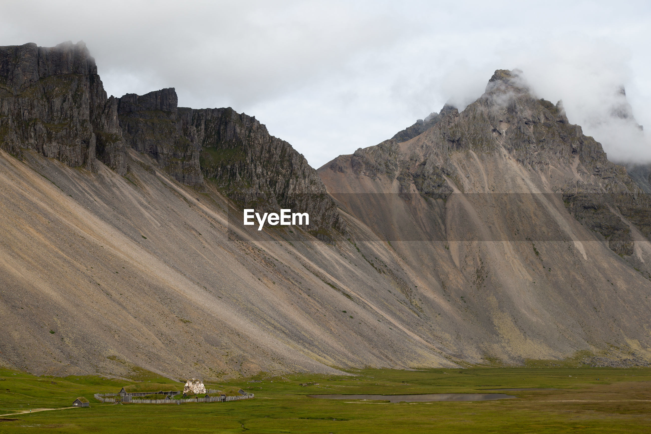 SCENIC VIEW OF MOUNTAIN RANGE AGAINST CLOUDY SKY