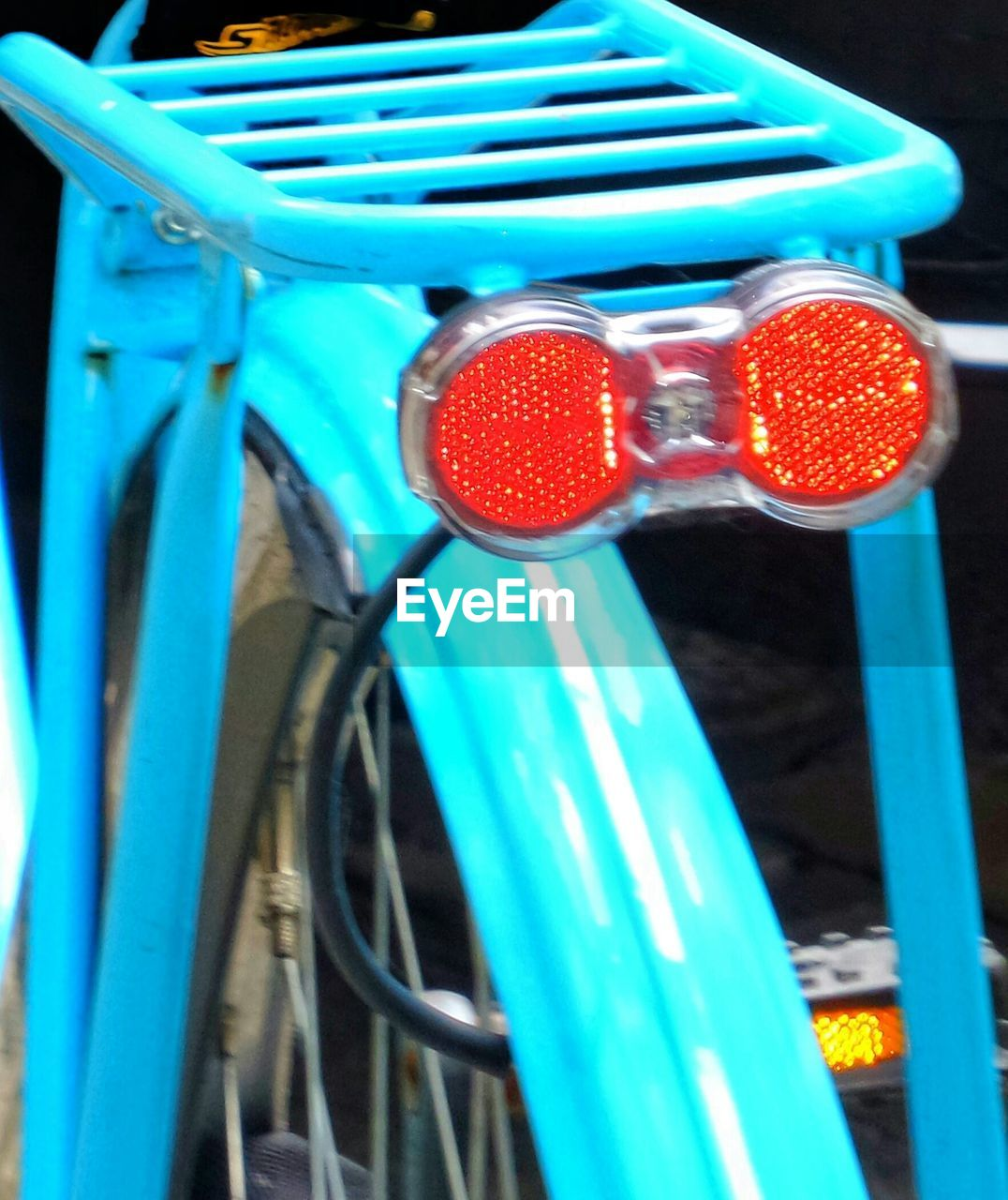 transportation, bicycle, mode of transport, outdoors, no people, red, day, land vehicle, blue, stationary, close-up