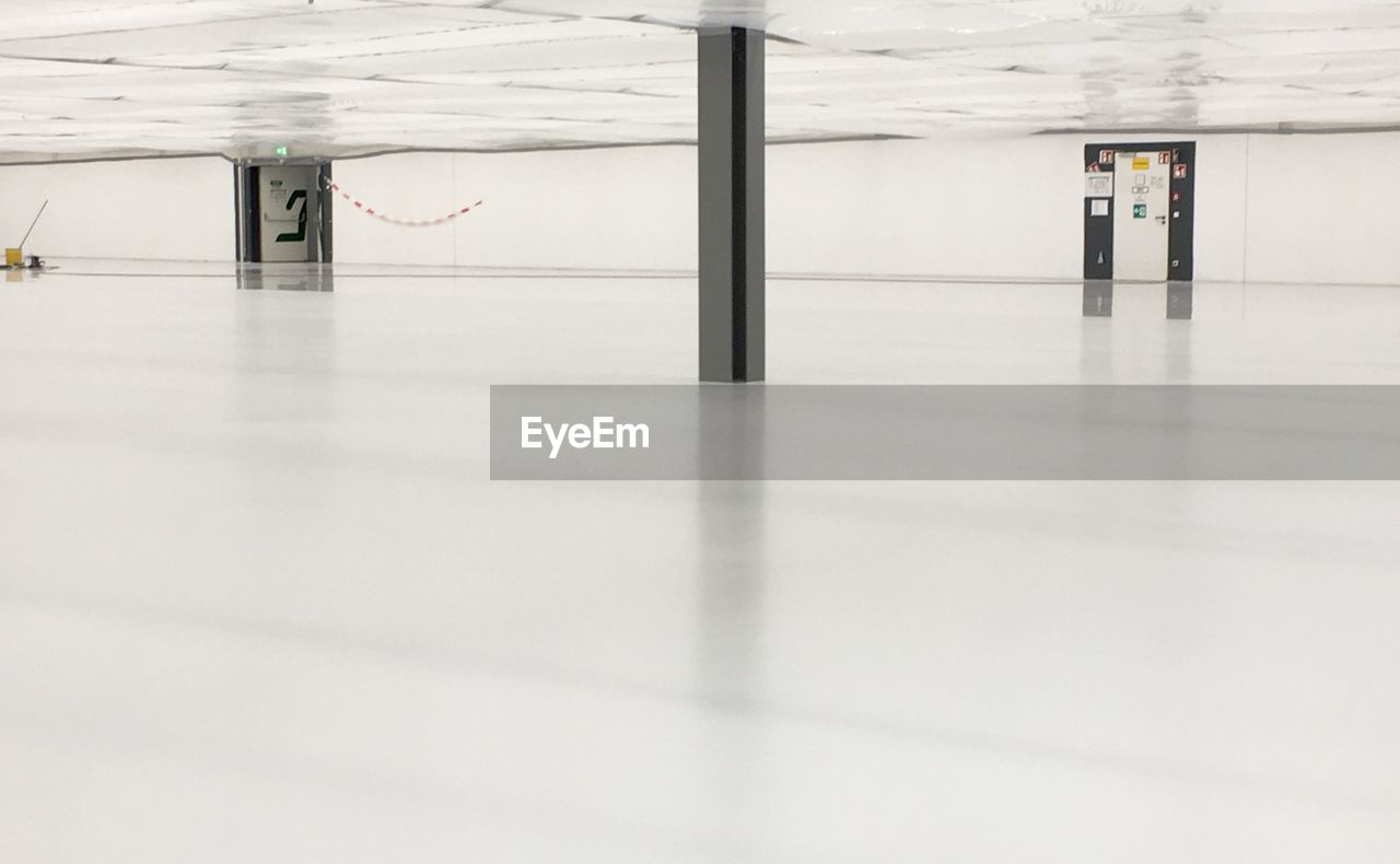 indoors, flooring, architecture, absence, empty, no people, reflection, building, office, surface level, day, business, corridor, technology, copy space, built structure, direction, metal, modern, ceiling