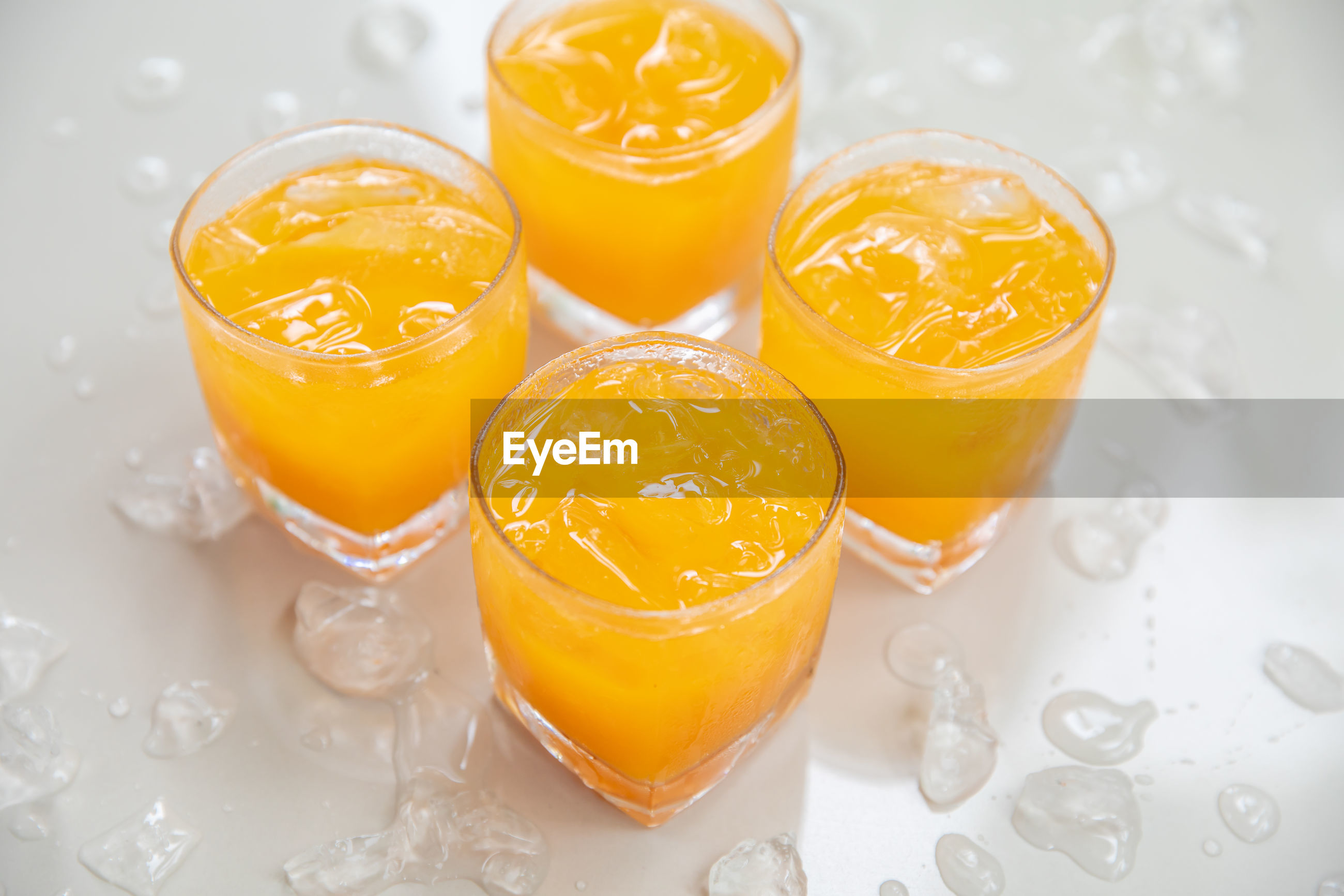 HIGH ANGLE VIEW OF ORANGE JUICE AND DRINK