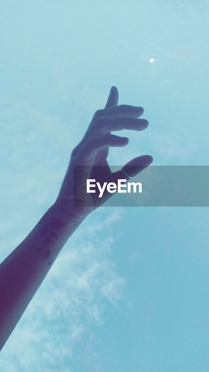 human hand, human finger, human body part, one person, real people, sky, close-up, low angle view, day, outdoors, nature, people