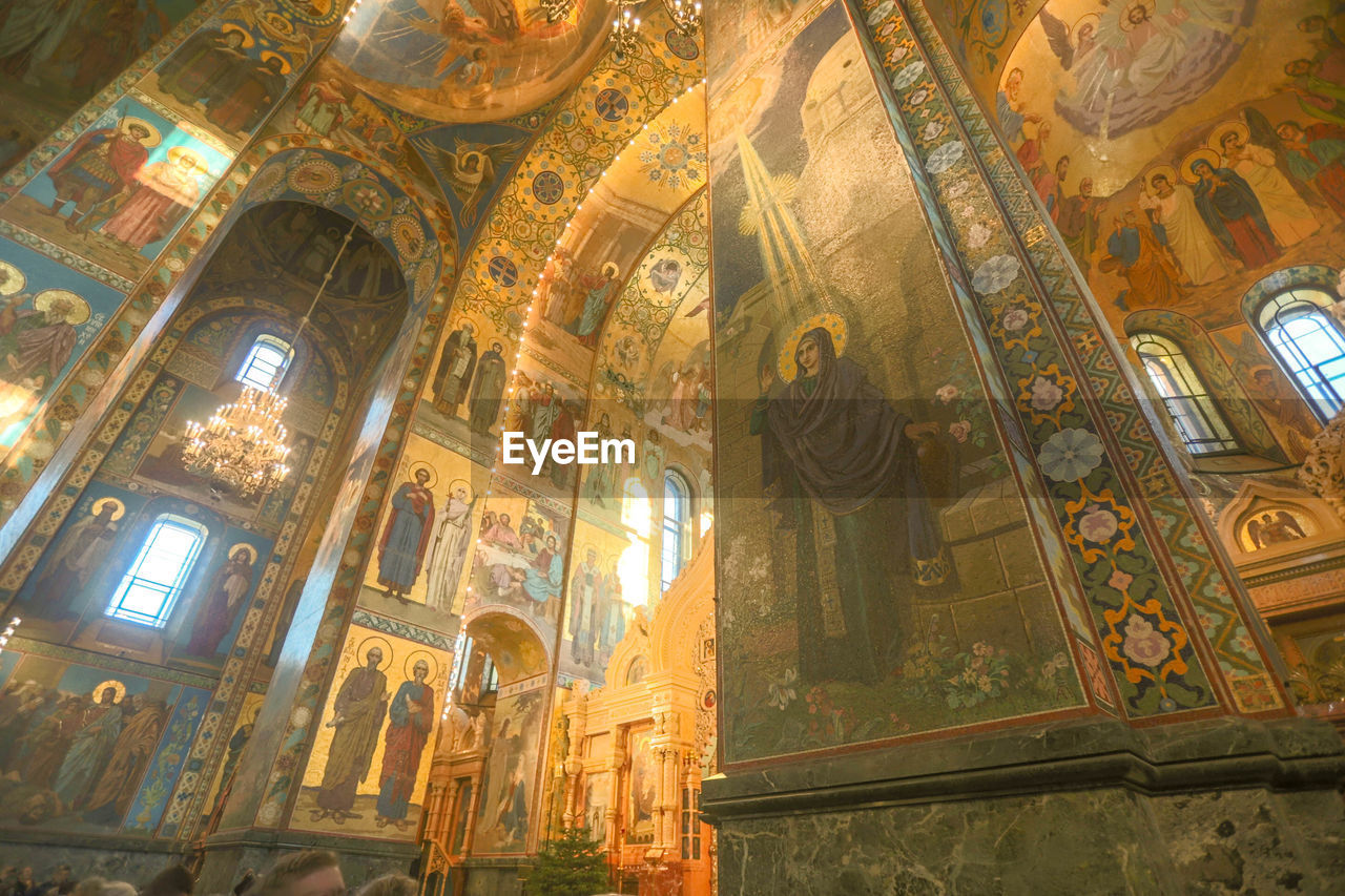 architecture, religion, low angle view, art and craft, belief, spirituality, human representation, place of worship, built structure, representation, history, no people, the past, craft, creativity, travel destinations, indoors, male likeness, mural, ceiling, altar, ornate, fresco