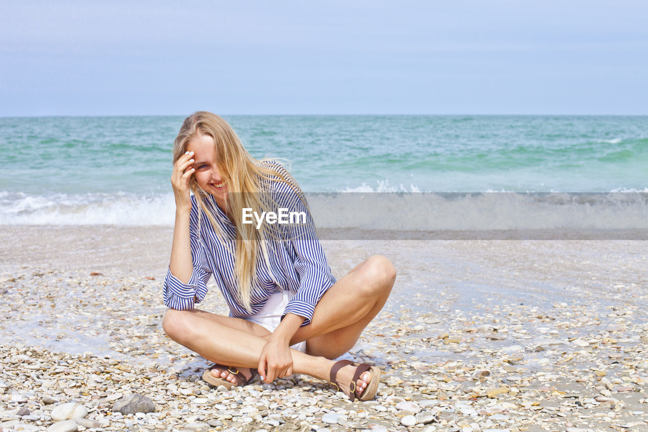 sea, beach, water, land, one person, leisure activity, horizon over water, lifestyles, sky, hair, horizon, beauty in nature, nature, sand, full length, long hair, vacations, hairstyle, beautiful woman, outdoors