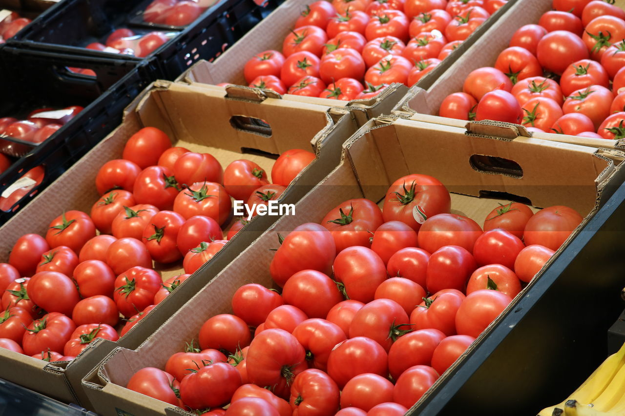 TOMATOES IN MARKET FOR SALE AT STREET