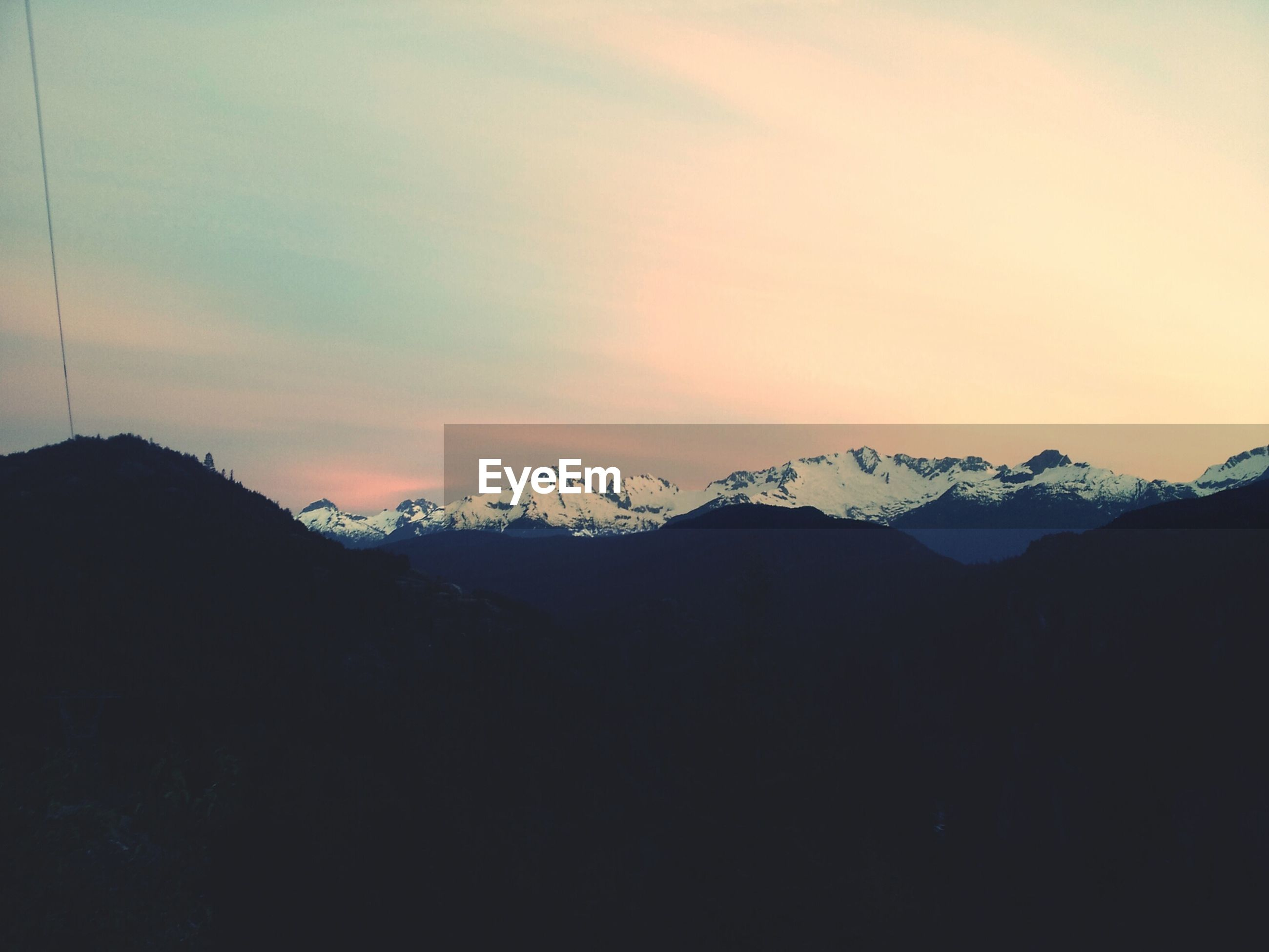 mountain, sunset, scenics, tranquil scene, tranquility, mountain range, silhouette, beauty in nature, sky, nature, landscape, winter, idyllic, orange color, snow, cold temperature, weather, dusk, copy space, cloud - sky