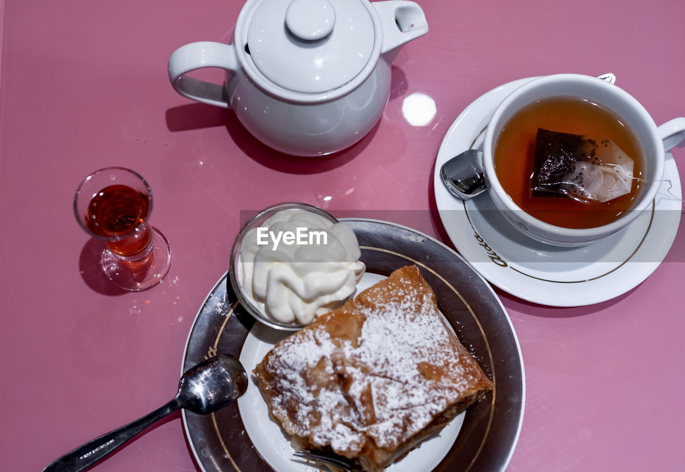 HIGH ANGLE VIEW OF TEA WITH COFFEE