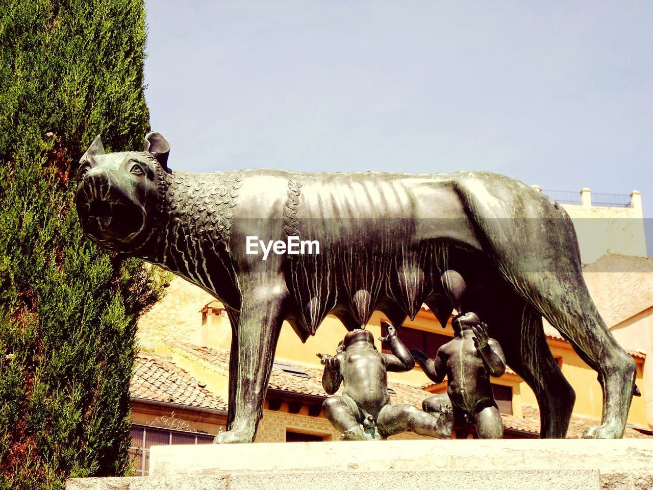 animal representation, statue, sculpture, horse, outdoors, day, animal themes, no people, history, mammal, built structure, clear sky, architecture, sky, building exterior, domestic animals, nature