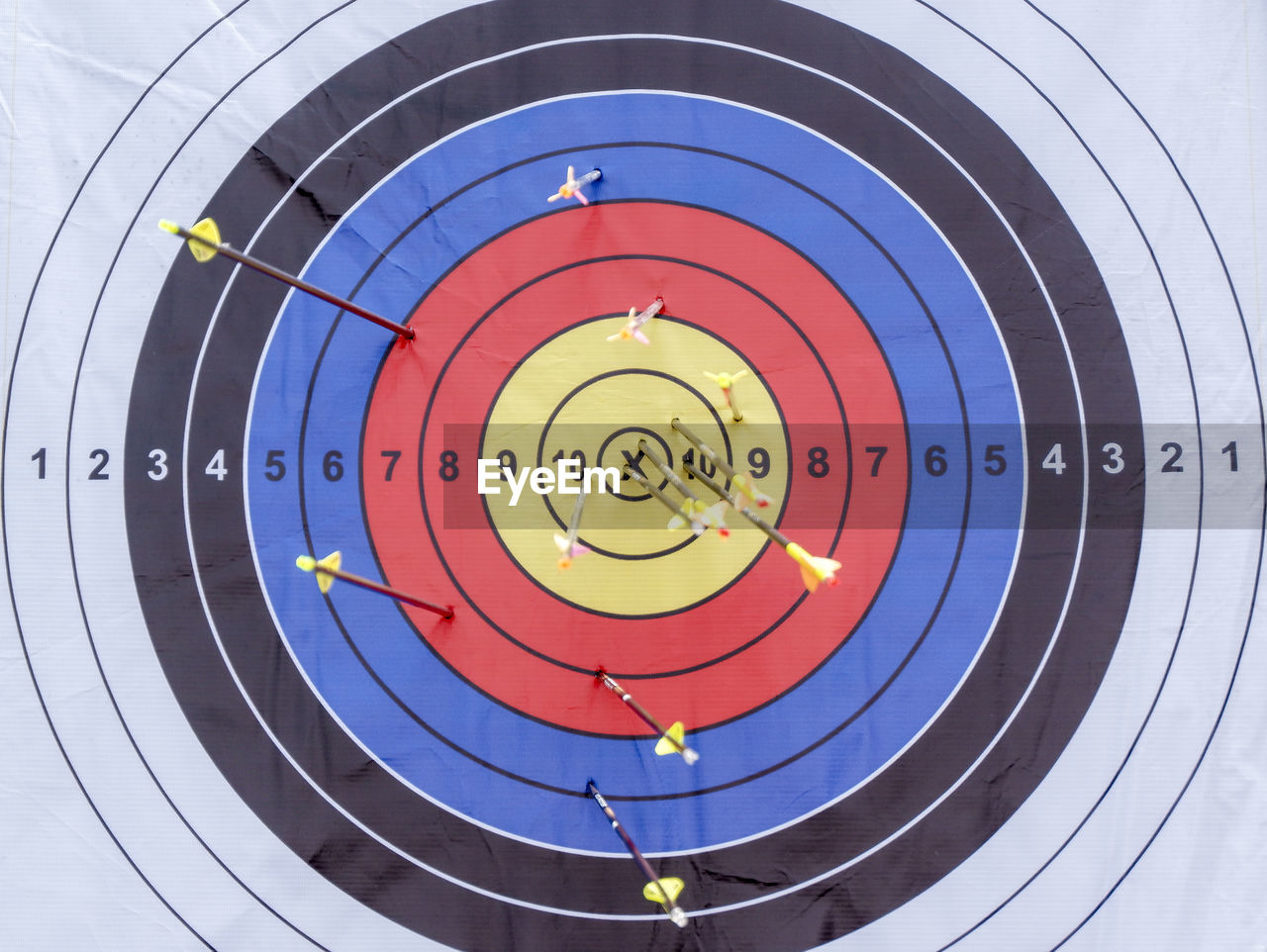 sports target, sport, circle, geometric shape, shape, accuracy, target shooting, archery, no people, multi colored, arrow - bow and arrow, achievement, aiming, success, close-up, competition, aspirations, business, pattern, scoring, concentric, arrow