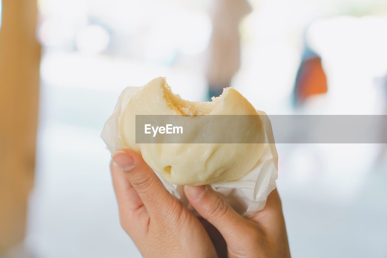 human hand, food, holding, food and drink, hand, one person, human body part, real people, freshness, focus on foreground, unhealthy eating, close-up, ready-to-eat, sweet food, lifestyles, unrecognizable person, indulgence, temptation, indoors, finger, snack, chinese food