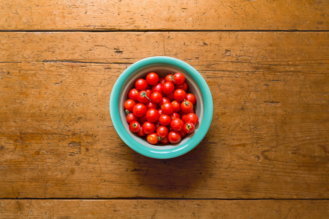 red, wood - material, food, food and drink, table, directly above, healthy eating, tomato, freshness, wellbeing, bowl, fruit, vegetable, still life, indoors, no people, cherry tomato, container, high angle view, plate