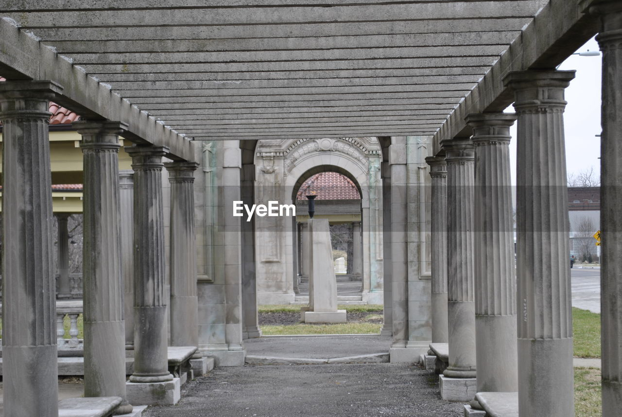 architecture, built structure, arch, architectural column, building exterior, building, no people, day, direction, the way forward, bridge, in a row, connection, bridge - man made structure, transportation, outdoors, entrance, city, nature, arcade, colonnade, concrete, long