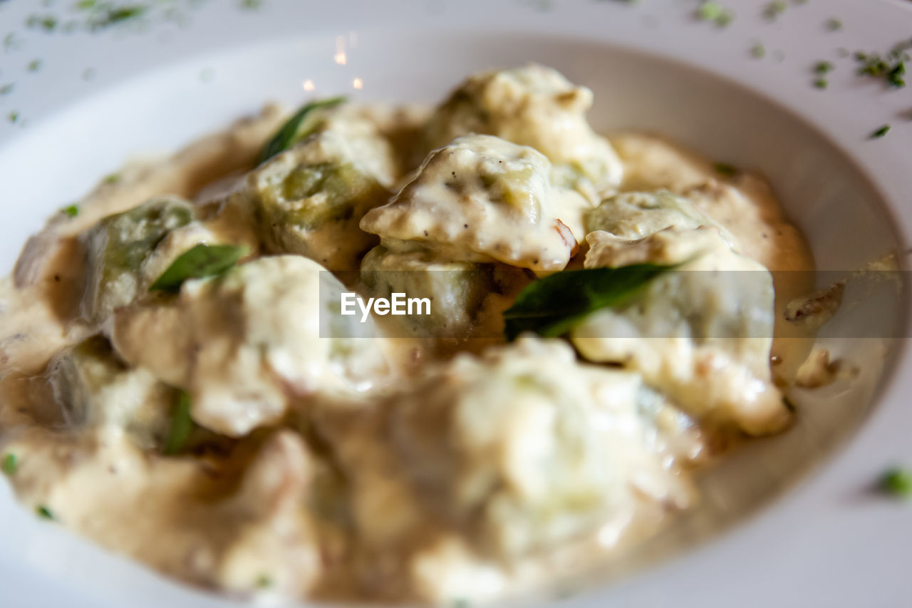 food and drink, food, ready-to-eat, freshness, indoors, selective focus, plate, close-up, still life, healthy eating, wellbeing, vegetable, serving size, no people, meal, high angle view, table, indulgence, day, meat, temptation, dinner