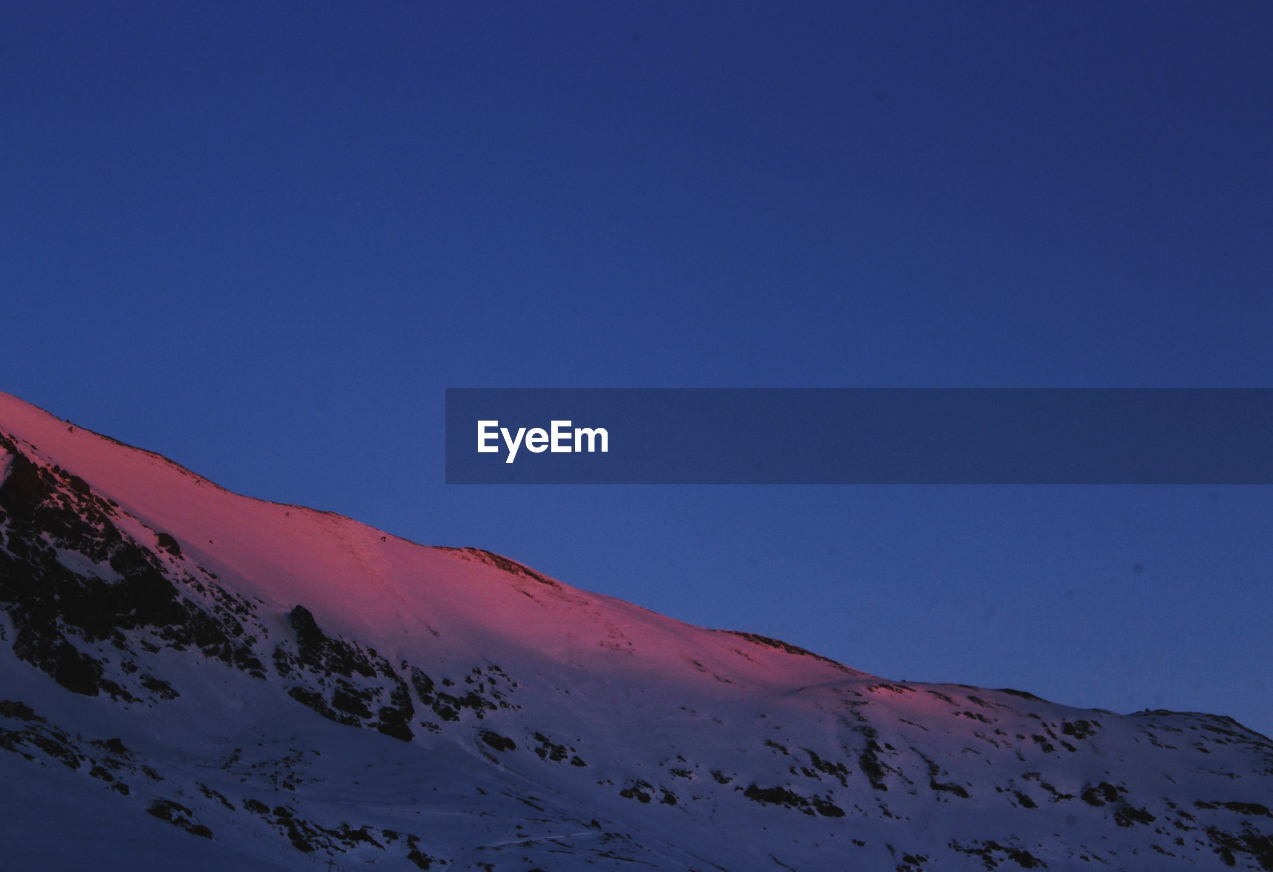 SCENIC VIEW OF SNOWCAPPED MOUNTAINS AGAINST CLEAR BLUE SKY DURING WINTER