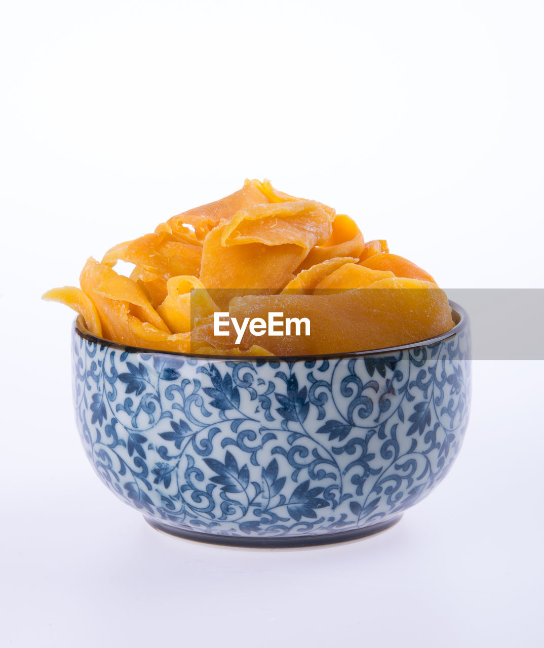 studio shot, food, freshness, bowl, white background, food and drink, close-up, indoors, still life, fruit, copy space, healthy eating, no people, orange color, wellbeing, citrus fruit, cut out, pattern, table, sweet food, orange, temptation