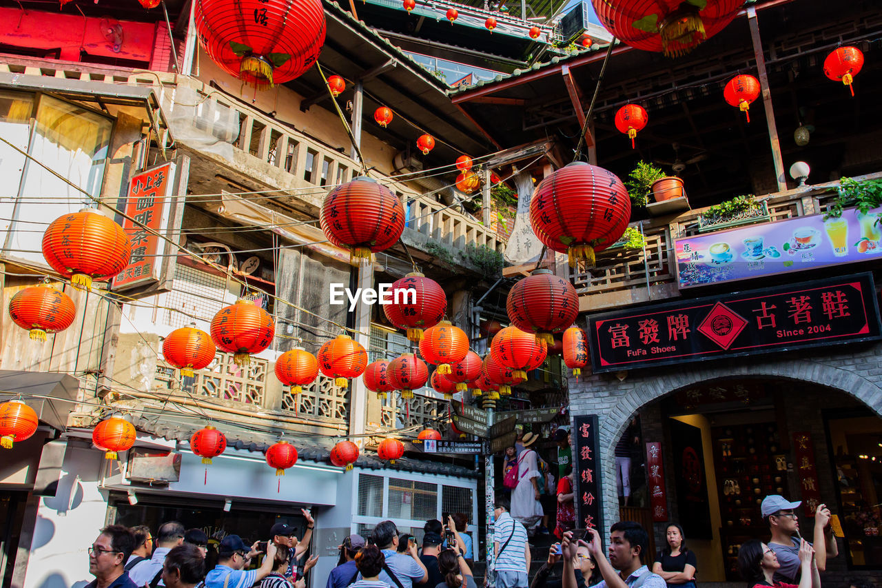 lantern, built structure, architecture, group of people, building exterior, chinese lantern, large group of people, crowd, lighting equipment, hanging, real people, women, city, non-western script, decoration, text, celebration, festival, chinese new year, outdoors, chinese lantern festival, paper lantern