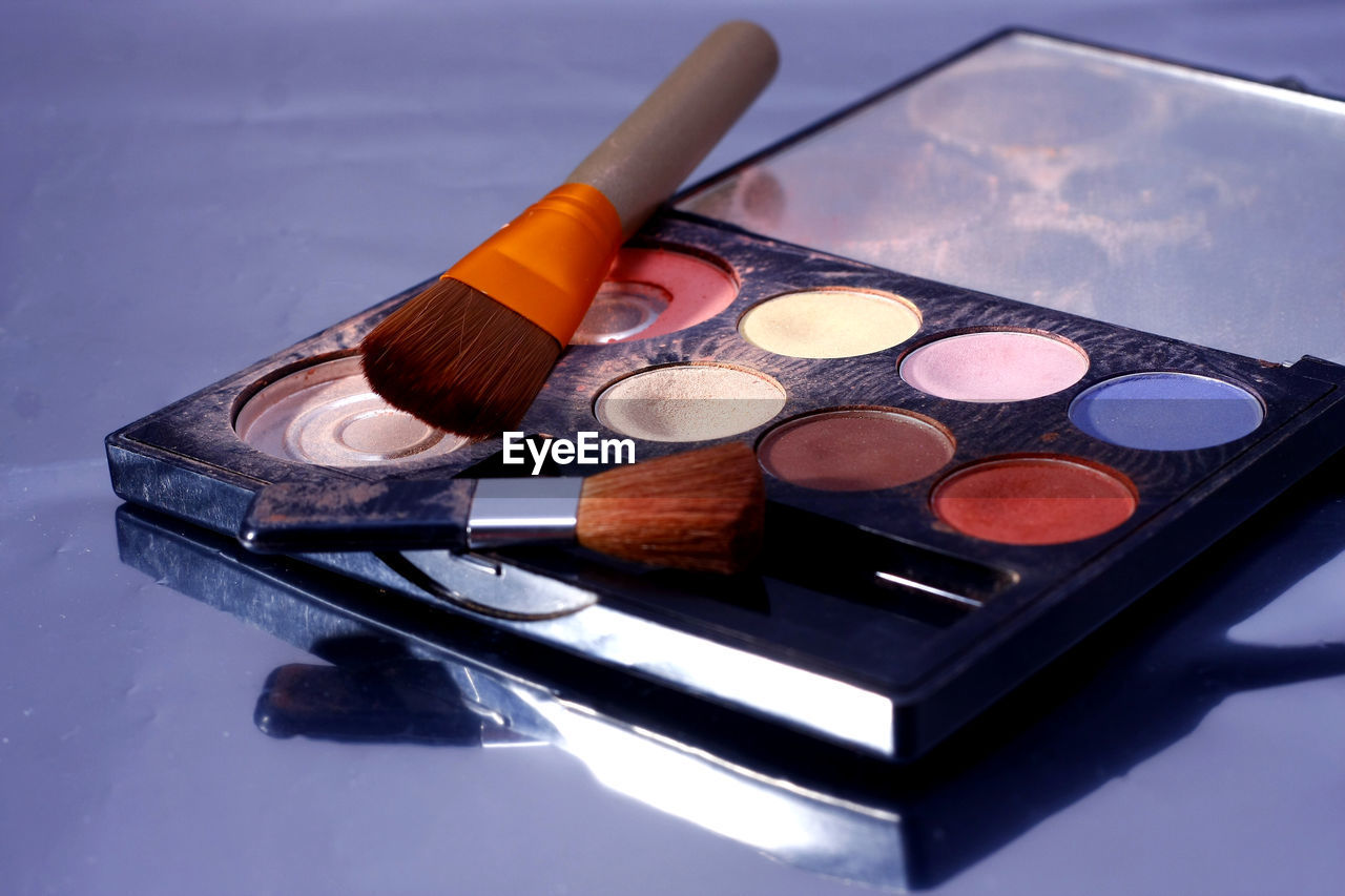 make-up, still life, eyeshadow, make-up brush, beauty product, palette, no people, table, choice, blush - make-up, multi colored, indoors, lipstick, variation, brush, close-up, beauty, body care and beauty, container, personal accessory