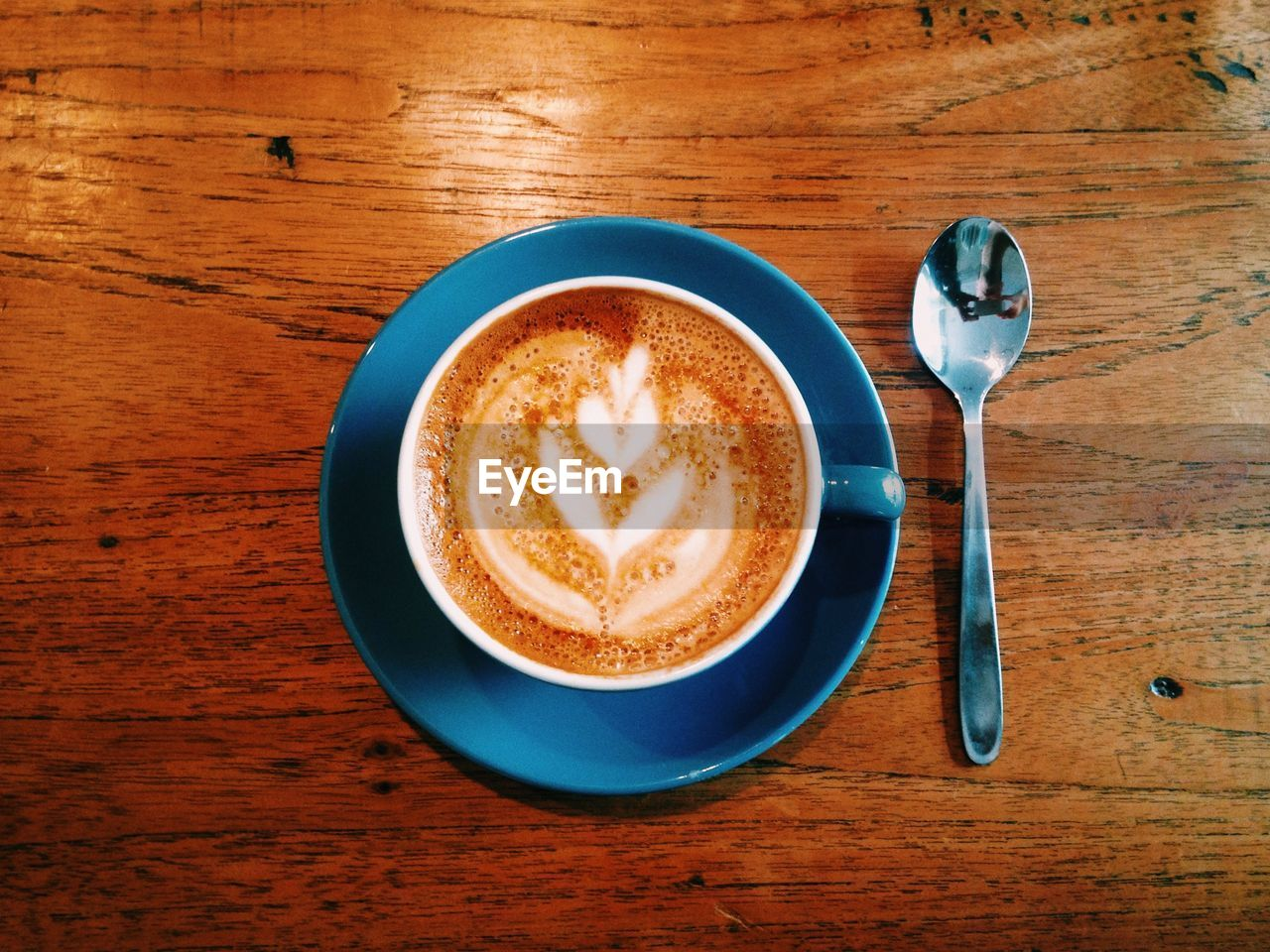 table, food and drink, indoors, coffee cup, refreshment, coffee - drink, drink, frothy drink, no people, high angle view, freshness, directly above, wood - material, close-up, froth art, day