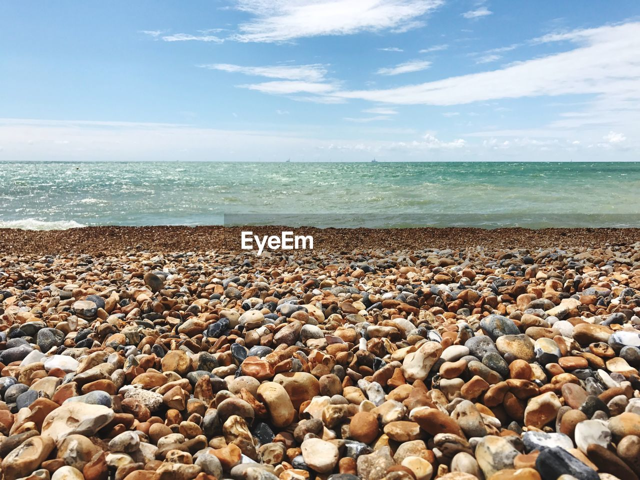 sea, pebble, beach, pebble beach, horizon over water, shore, water, nature, beauty in nature, tranquil scene, sky, tranquility, scenics, day, cloud - sky, outdoors, no people