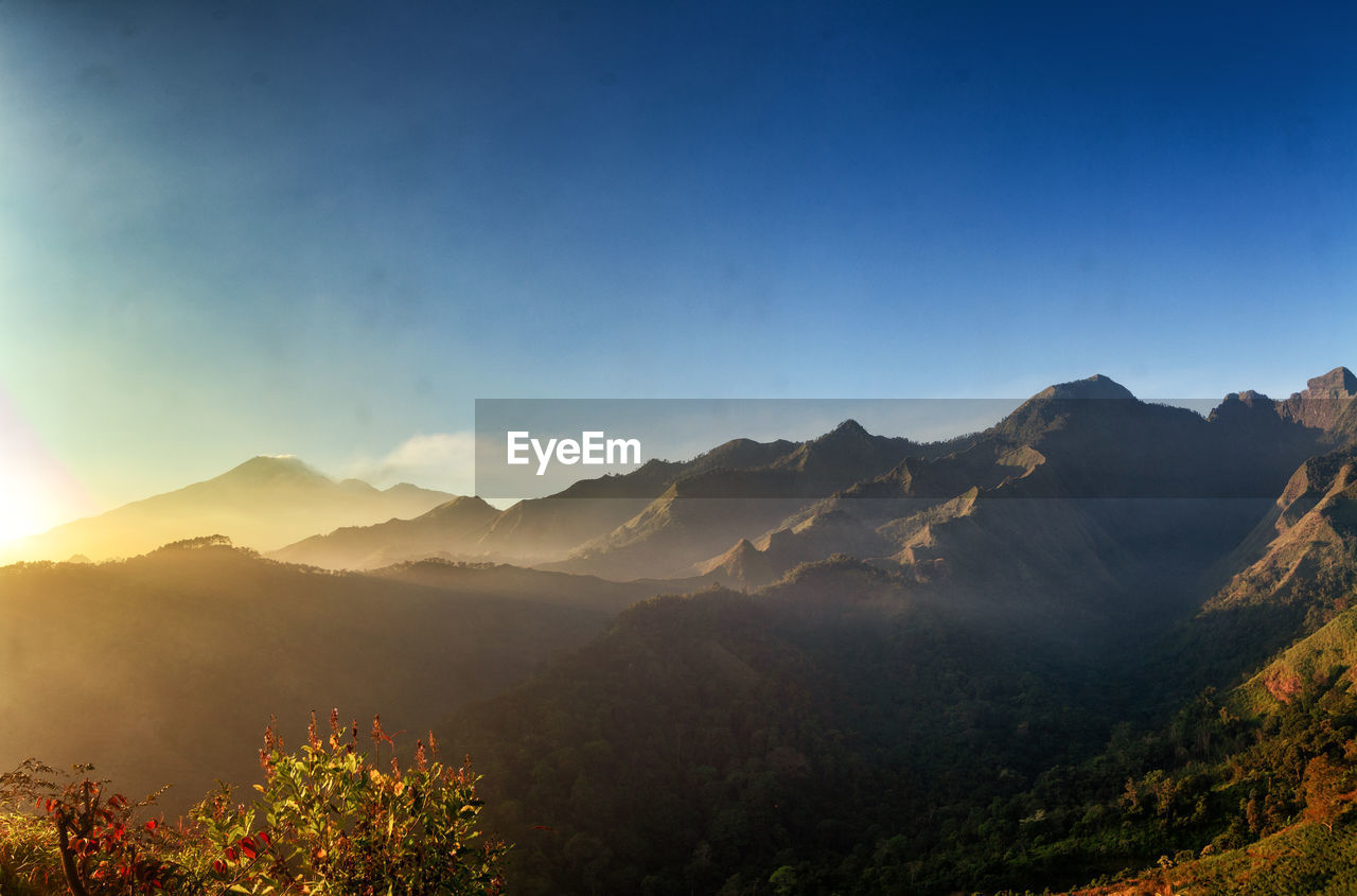 IDYLLIC SHOT OF MOUNTAINS AGAINST CLEAR SKY
