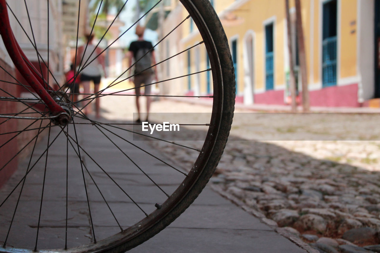 bicycle, transportation, spoke, wheel, mode of transport, land vehicle, outdoors, stationary, day, no people, close-up, tire