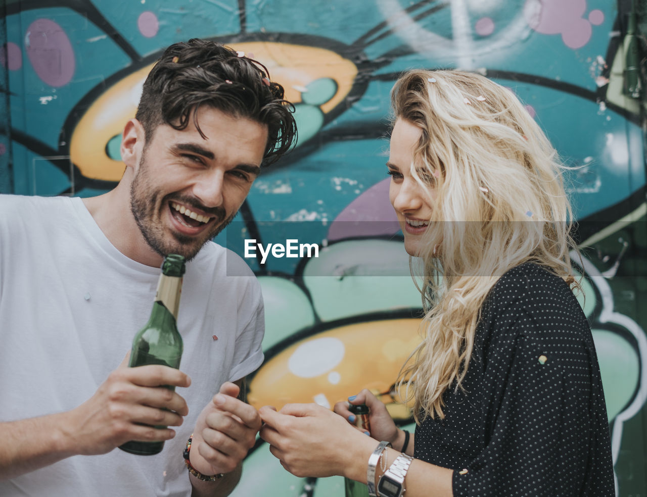 smiling, two people, happiness, young adult, emotion, togetherness, real people, lifestyles, leisure activity, young men, casual clothing, enjoyment, women, young women, hair, men, positive emotion, bonding, couple - relationship, hairstyle