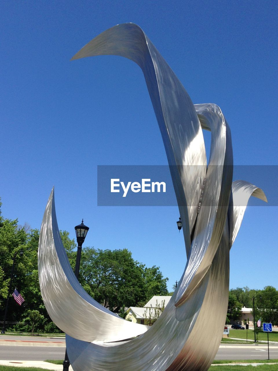 sculpture, art and craft, sky, statue, day, nature, no people, architecture, representation, animal, blue, animal themes, clear sky, built structure, bird, animal wildlife, vertebrate, animal representation, outdoors, creativity