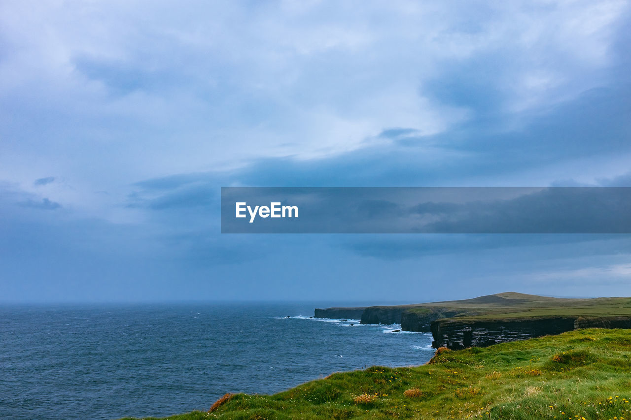 sea, horizon over water, nature, water, cloud - sky, sky, scenics, beauty in nature, tranquil scene, tranquility, day, outdoors, no people, grass